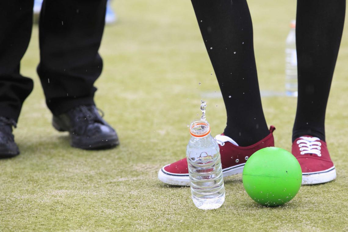 Afbeeldingsresultaat voor flessenvoetbal
