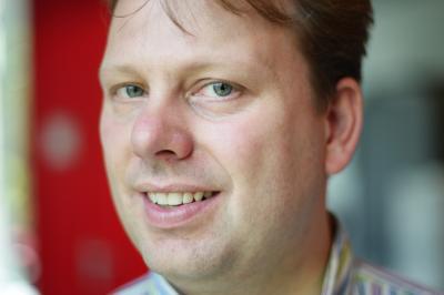 Wie: Niels Tas (38) studeerde elektrotechniek aan de UT en promoveerde in 2000 bij de vakgroep Transducers Science & Technology (TST) - normaal_gijs4983