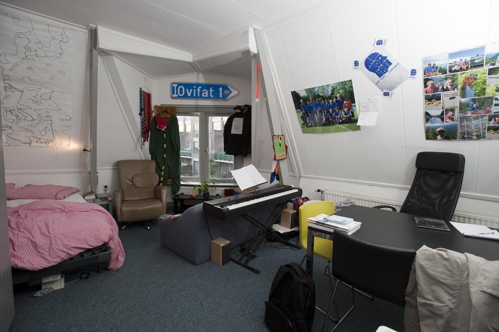 Een groene streep van plafond tot vloer ut nieuws - Personeel inrichting slaapkamer ...