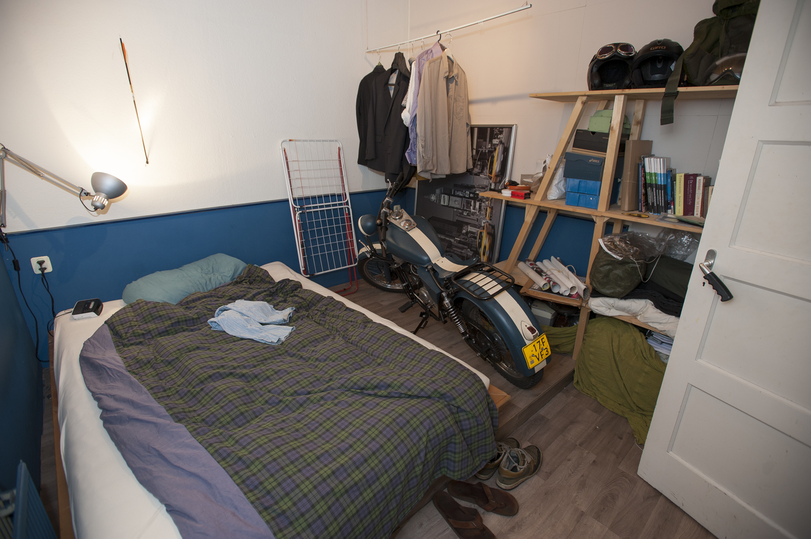Een brommer in de slaapkamer   ut nieuws