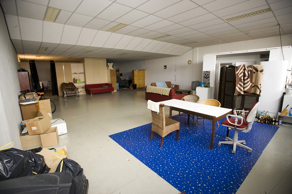 Winkel omgebouwd tot huis ut nieuws - Trap binnen villa ...